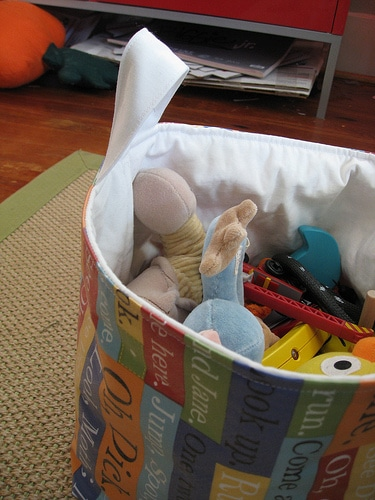 list of ways to organize toys in children's bedrooms or playroom | ListPlanIt.com