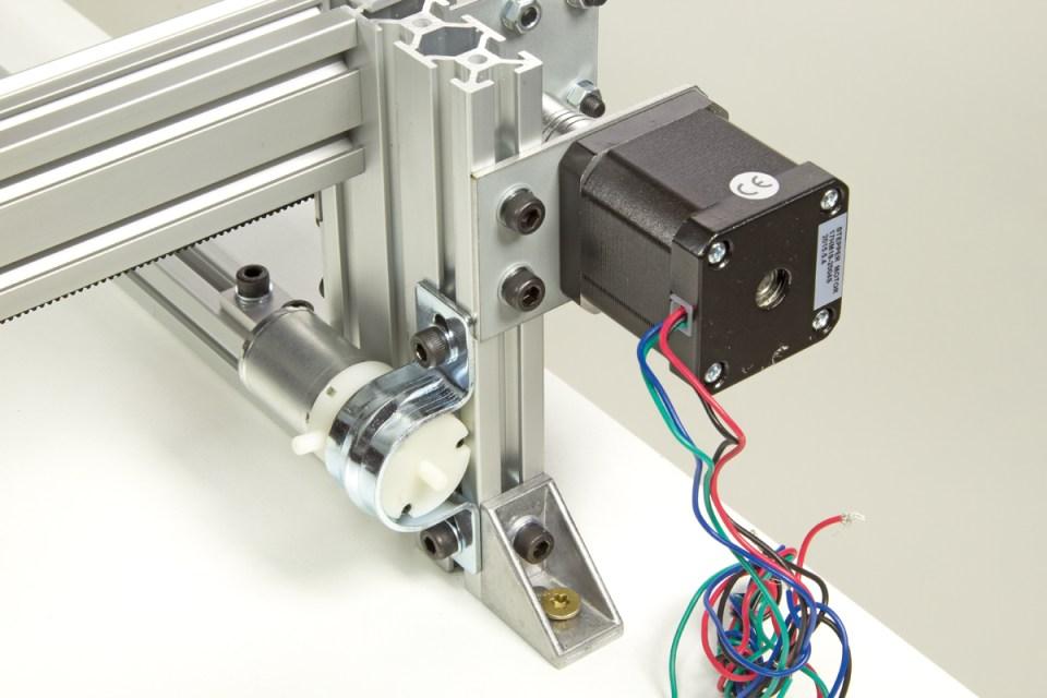 Vacuum pump mounting