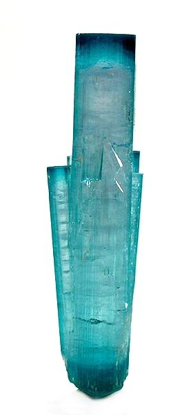 Une tourmaline bleue (également appelée indicolite ou indigolite)