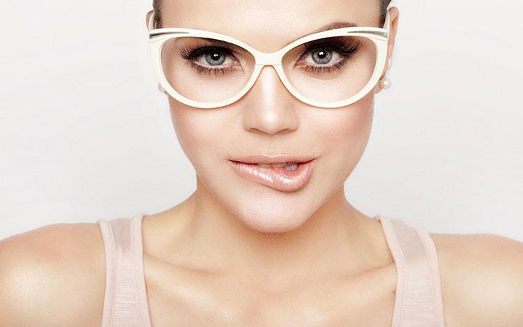 beauty-in-eye-glasses-319267