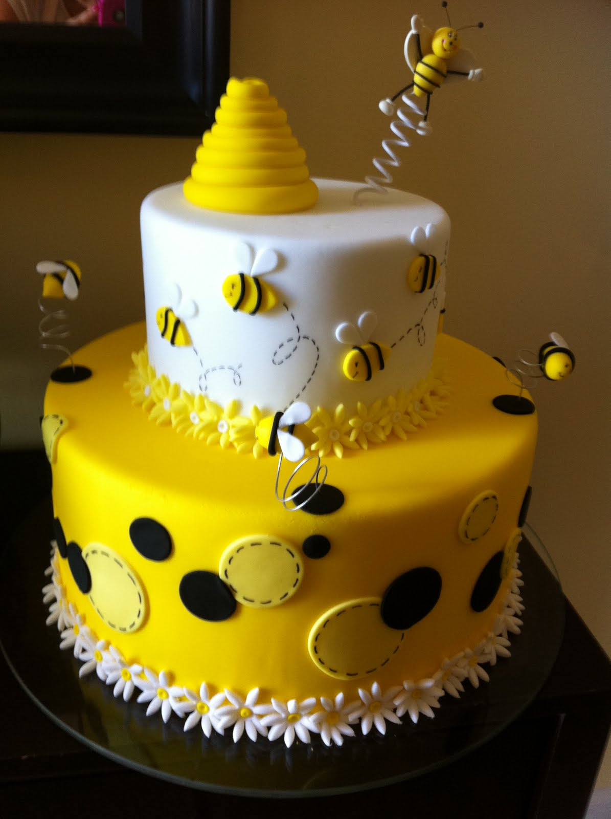 Bumble Bee Cakes Decoration Ideas