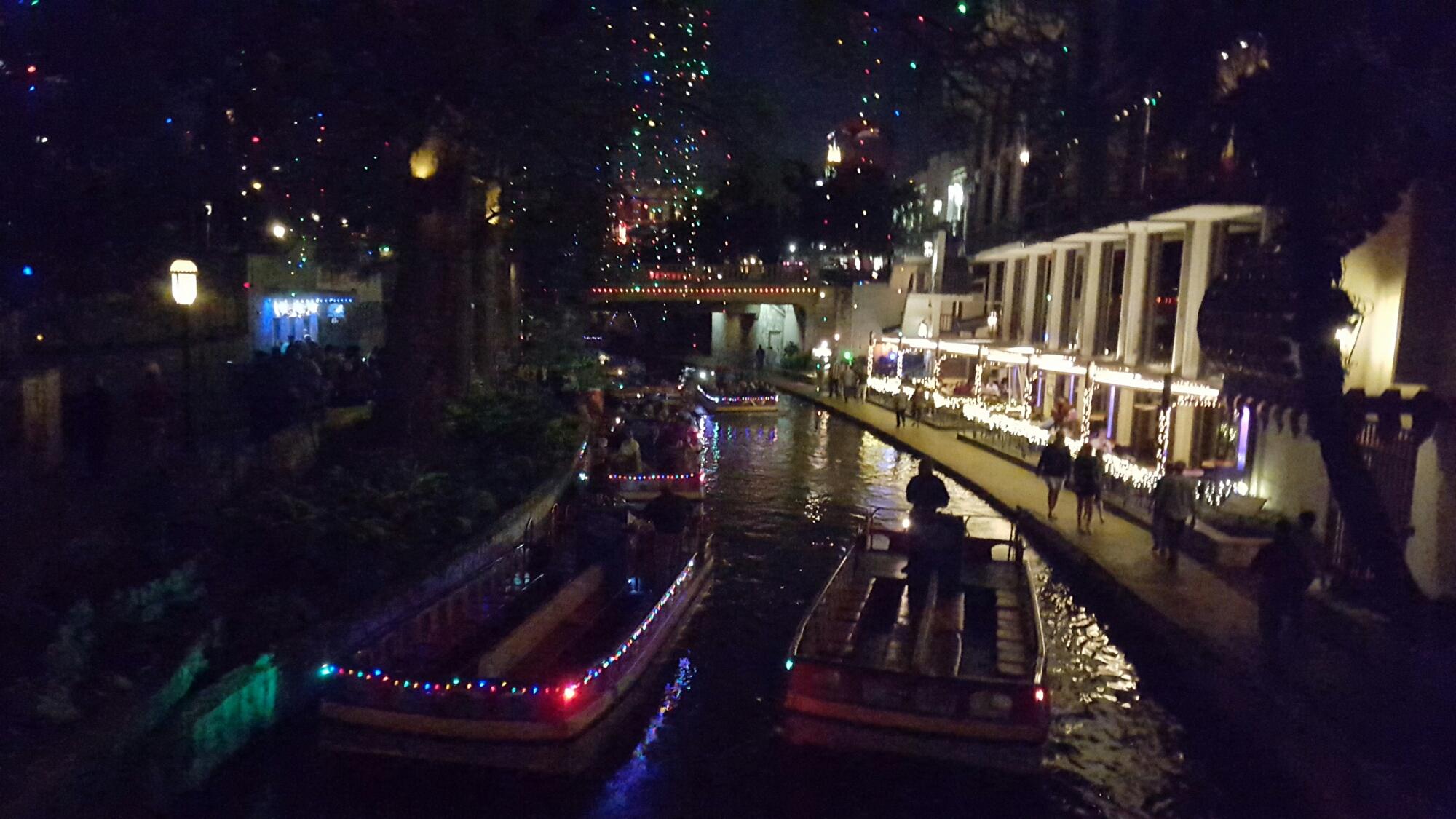 Riverwalk San Antonio Christmas.Christmas At San Antonio Riverwalk A Charming Evening And