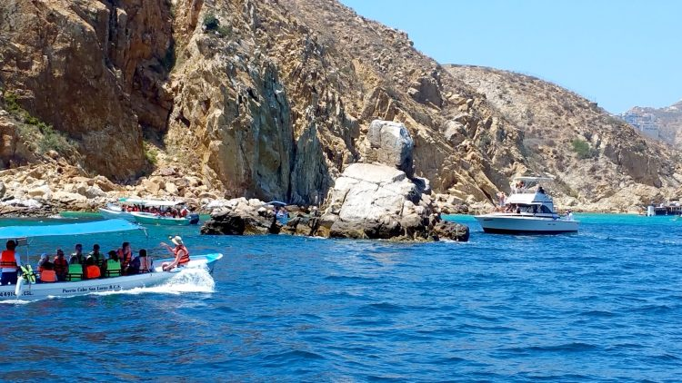 7 Things to do in Cabo San Lucas. #1 is take a boat tour and see El Arco!