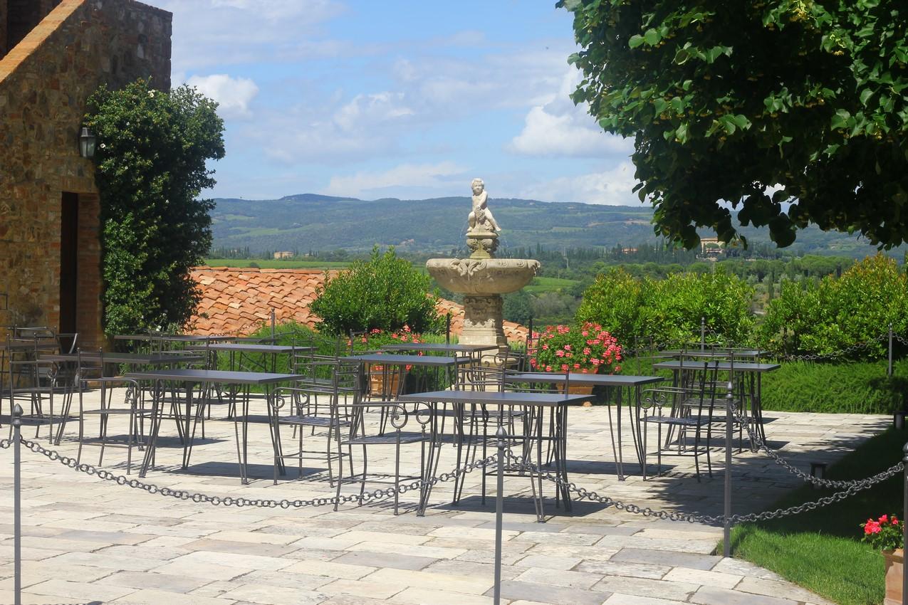 CastelloBanfi garden