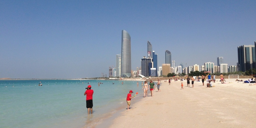 Corniche Beach in Abu Dhabi | Things to do with kids in Abu Dhabi Little City Trips