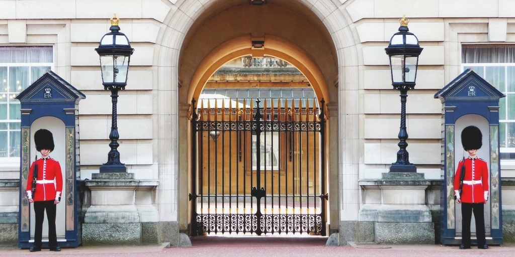Horse Guards Palace in London | Little City Trips Guide to best time to visit London