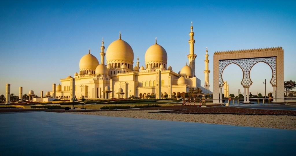 Sheikh Zayed grand Mosque morning glow