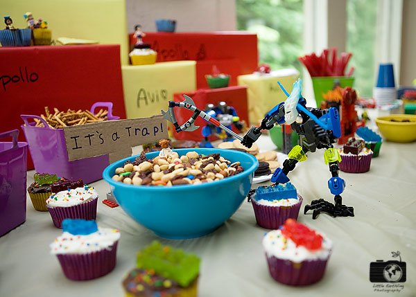 How to throw a last minute LEGO party