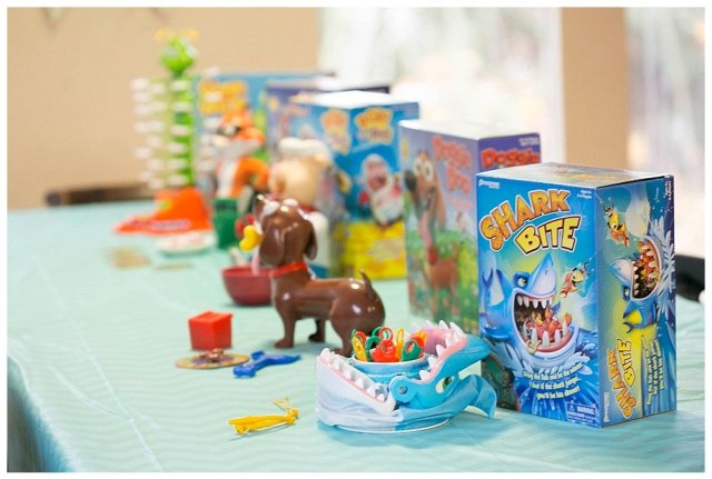 Shark Bitekid roll the die to see if they will be catching one or two sea creatures. They use their little fishing poles to hook and remove them from the sharks mouth. But watch out! Eventually Mr. Shark will SNAP and bite one of the players.