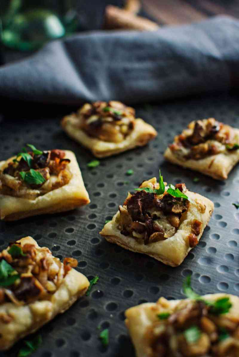 These tasty appetizers, Caramelized Shallot Tarts, are so easy to make and great to share with friends, family and @CavitWines! #Cavitwines #LivetheCavitLife #ad