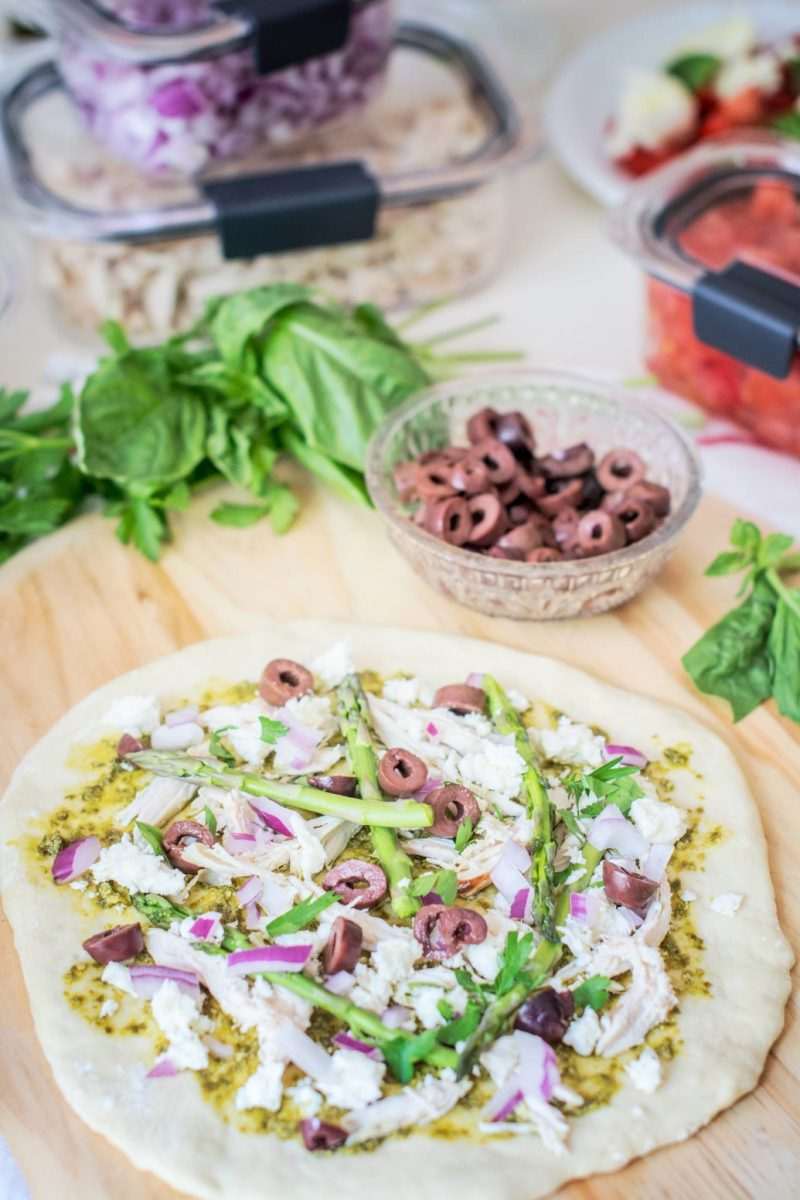 Setting up to make your own DIY Grilled Pizzas are easy when you use Rubbermaid Brilliance containers to keep your ingredients fresh! Find out more at Little Figgy Food. #ad