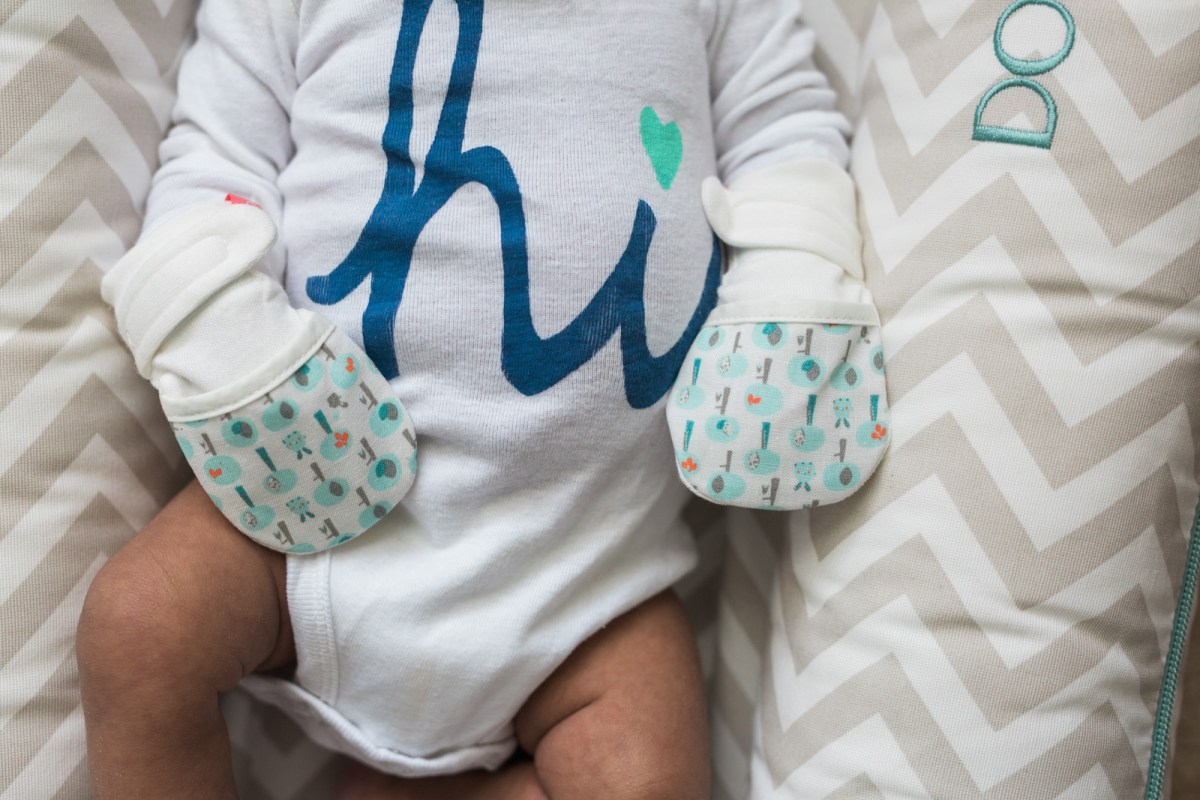 goumikids-baby-mitts-review-9