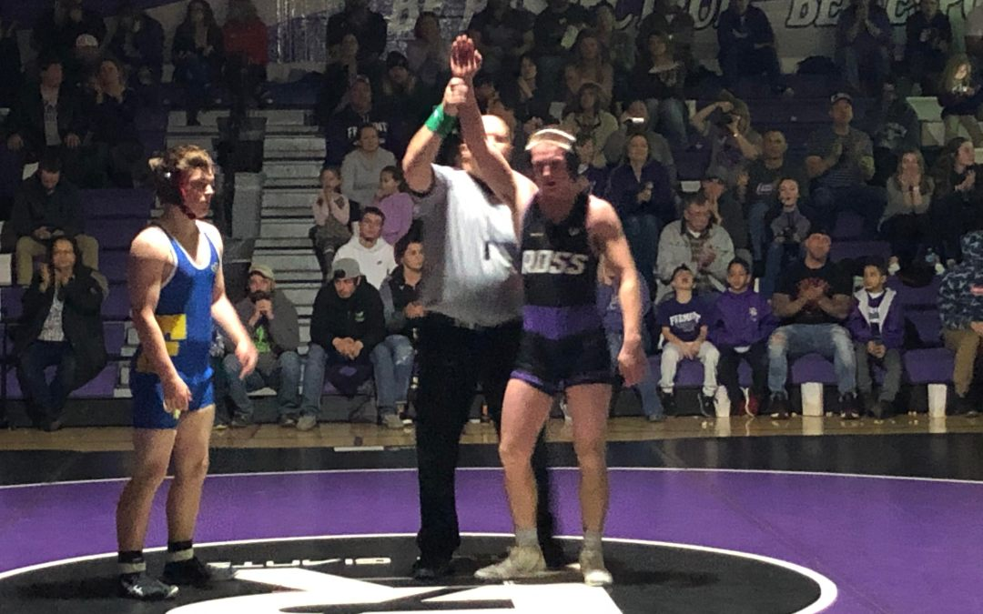 Pins by Ryan Weaver and Dean Hetrick fuel Little Giant wrestlers to win over Findlay