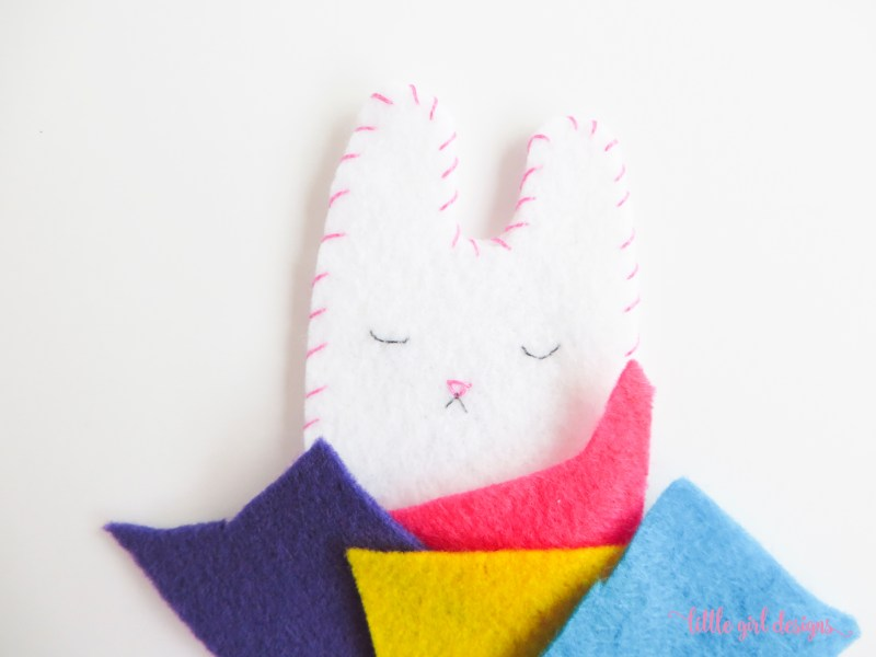 So cute and simple! I'm going to make a felt bunny for my daughter's Easter basket. Might even add a pocket on the back so it will be a tooth fairy pillow. Sooo cute!