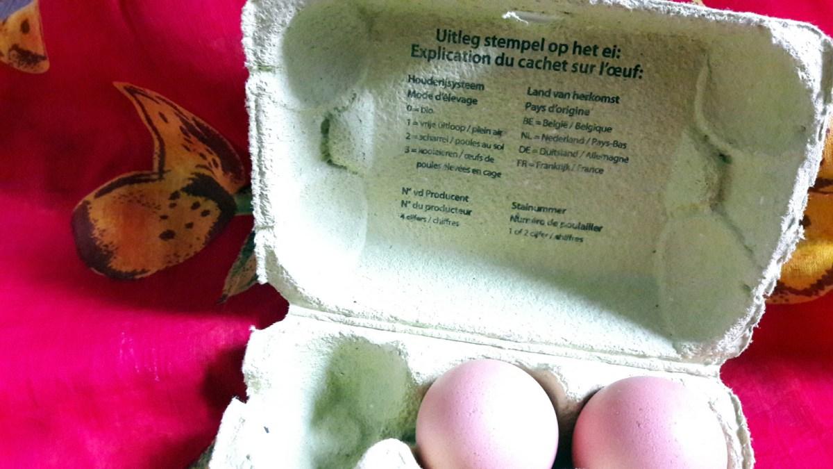 Chaque boite d'œufs vendue en supermarché doit indiquer sur la face intérieure l'explication de la légende du cachet apposé sur l'œuf.