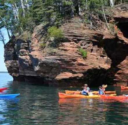 Kayaking at the Apostle_Islands_Sea_Caves