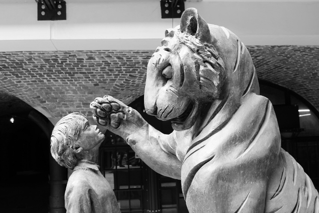 Tiger statue tobacco dock