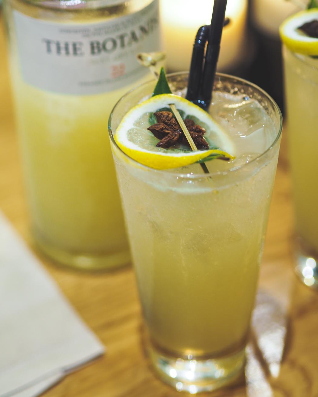 lemon gin cocktail