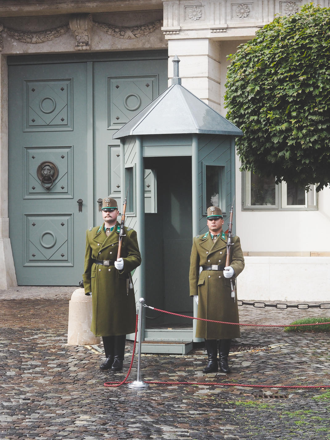 budapest changing of the guard