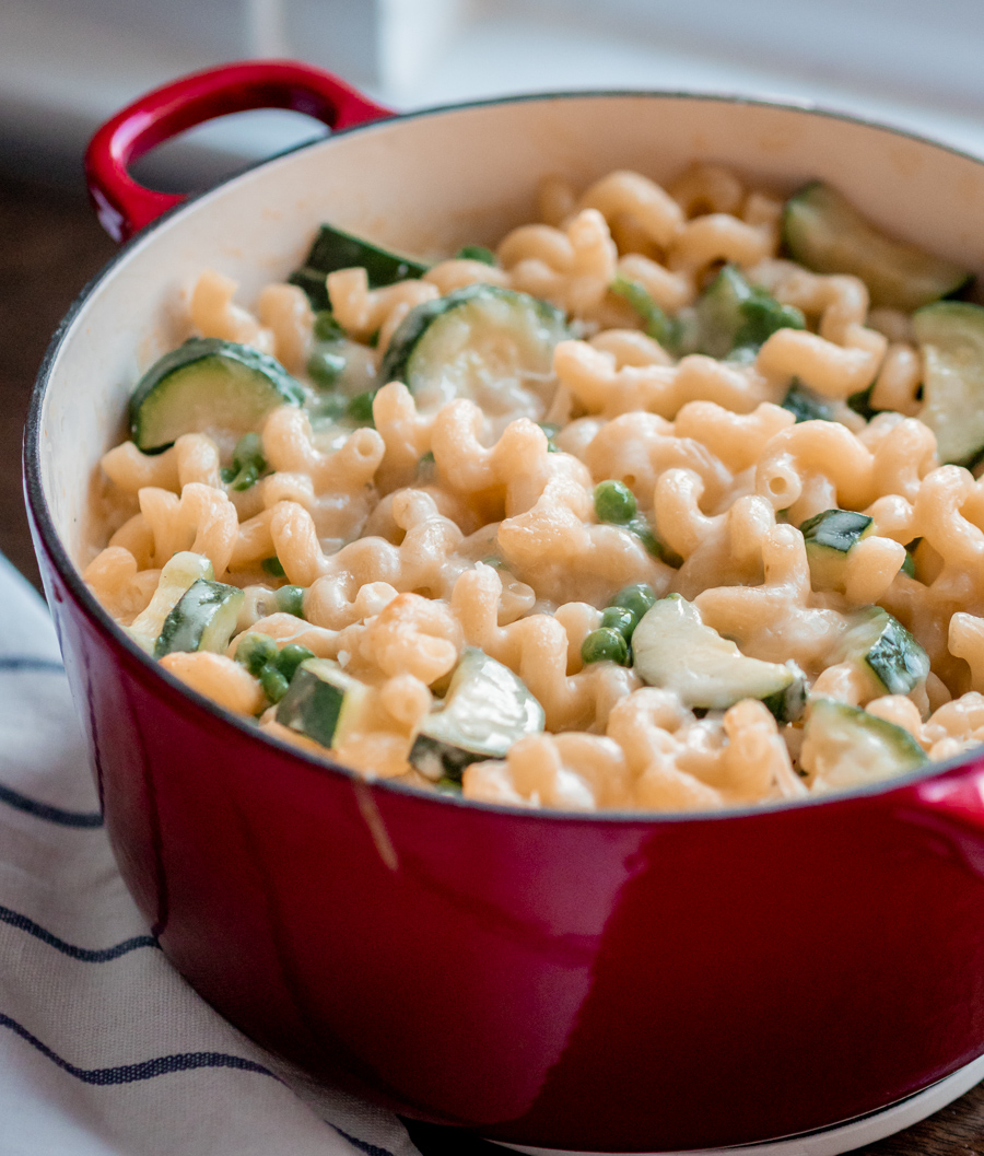 Mac and Cheese with Garlic, Courgette and Peas