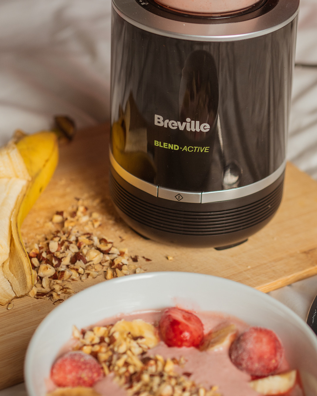 Breville peanut butter, strawberry and banana smoothie bowl