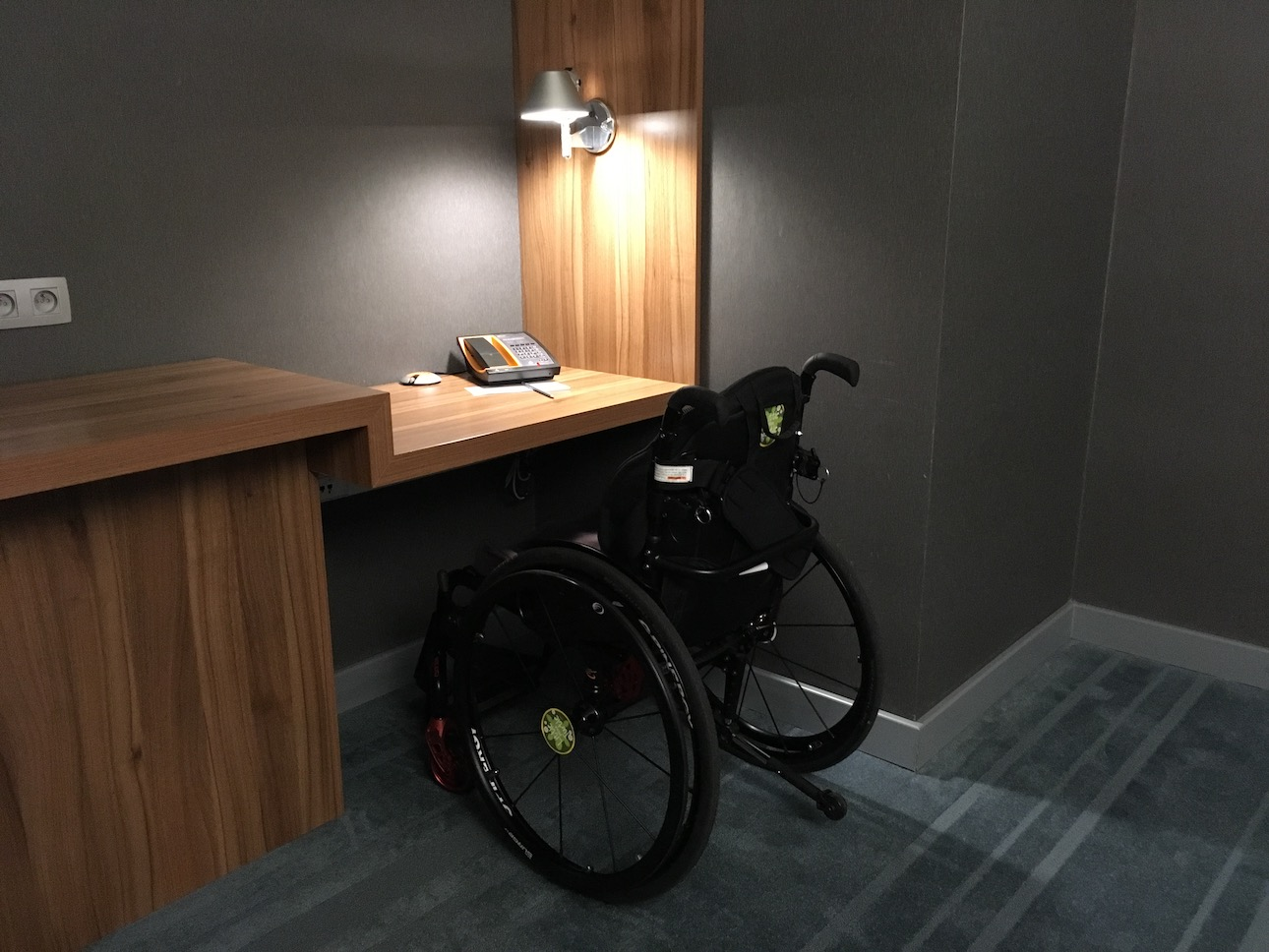Accessible work space Aloft Schuman Brussels | Little Miss Turtle | Accessible Travel Blog