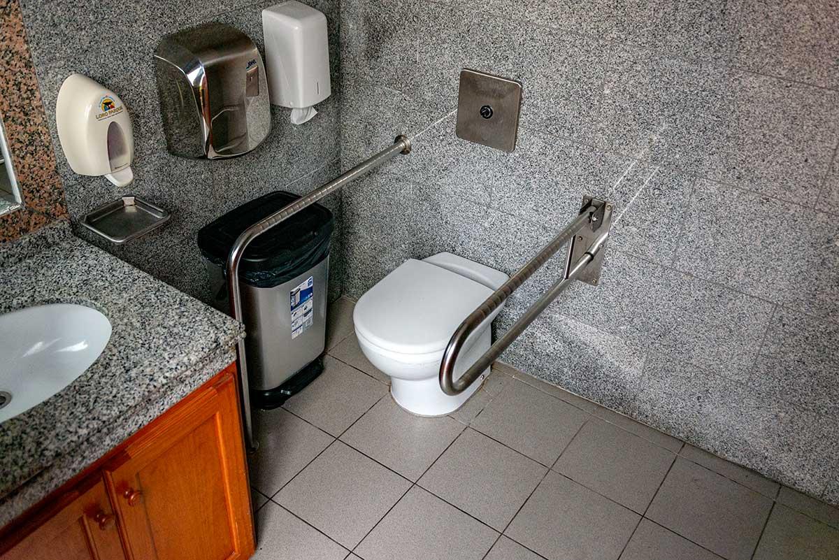 Accessible restroom at Loro Parque