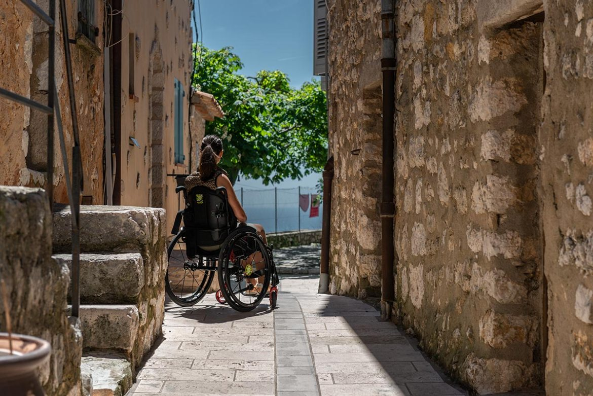 Visiting the charming streets of Gourdon in a wheelchair | Little Miss Turtle | Wheelchair Travel Blog