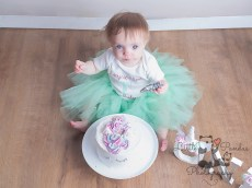 Little girl cake smash tutu