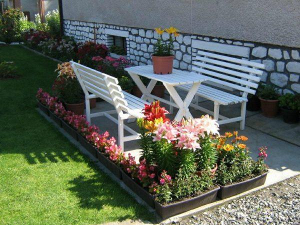outdoor sitting area furniture