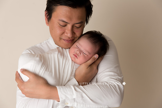 father and daughter newborn photo