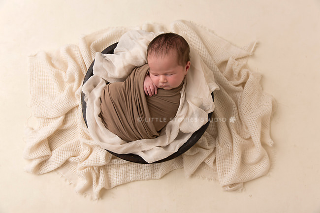 neutral newborn baby images