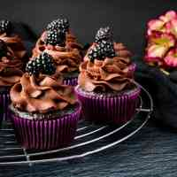 Easy Moist Chocolate Cupcakes