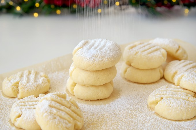 Cornstarch Snowflake Christmas Cookies
