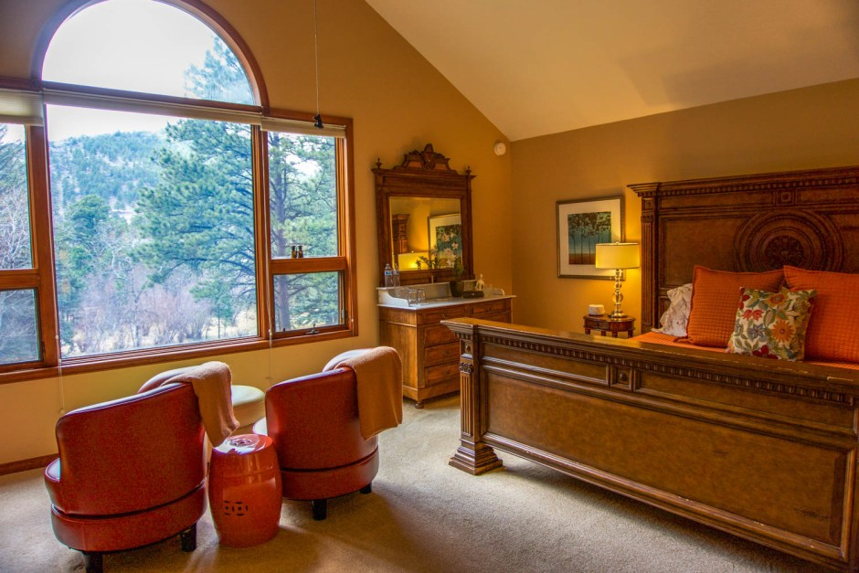 Forget Me Not Room - Mountain Retreat Romantic RiverSong Bed and Breakfast