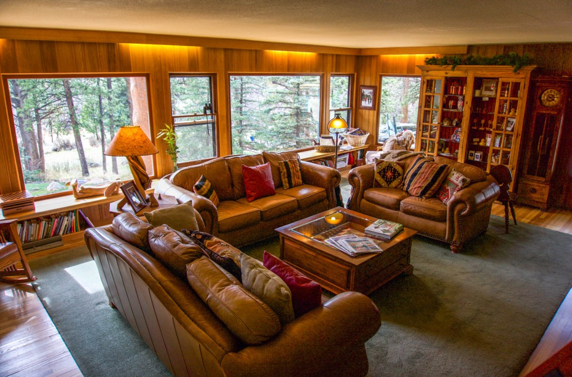 Living Room - Romantic RiverSong Estes Park Bed and Breakfast