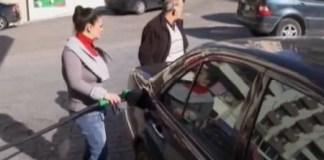 Ради равноправия Ливанские женщины работают на заправочной станции