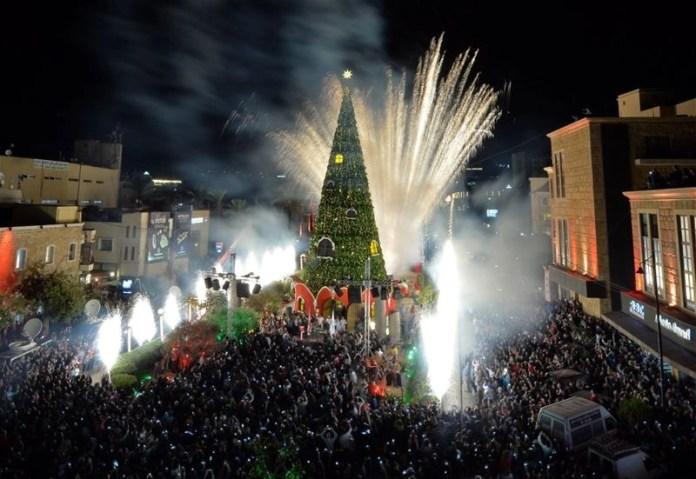 Новогодняя ёлка в городе Библос