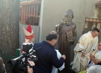Открытие памятника Св. Шарбелю в Харькове.