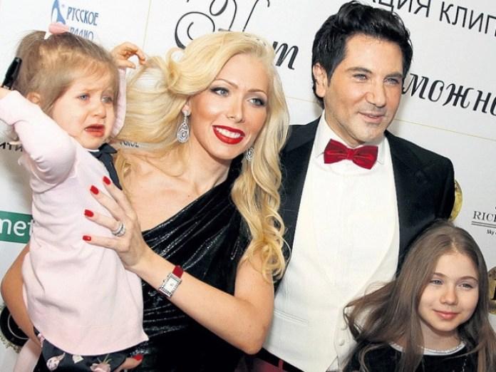 Авраам Руссо с семьей