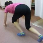 腰から背中の筋肉が一気に軟らかくなることを発見ハイハイ運動  第 610 号