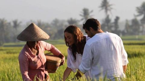 Guests at the garden at the Alila Villas Soori cooking school in Bali. (Photos: Cookly.)