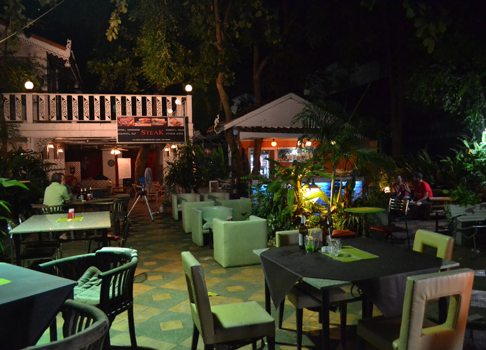 Tjing Tjing Bar and Grill, Lopburi Monkey Town in Thailand, Southeast Asia