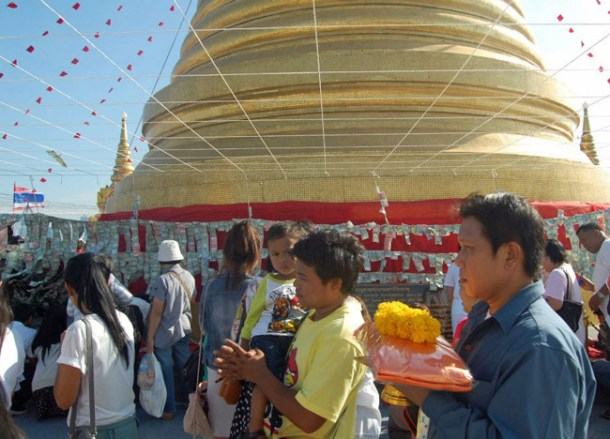 Circumambulation, New Year Temple Tour in Bangkok, Southeast Asia