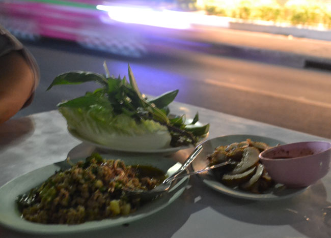 Life in Southeast Asia - Bangkok Roadside Barbecues - Laab Moo
