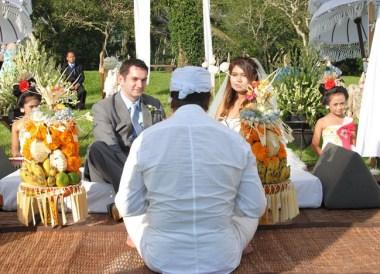Balinese Wedding Priest, Wedding at Alila Ubud, Married in Bali Ind