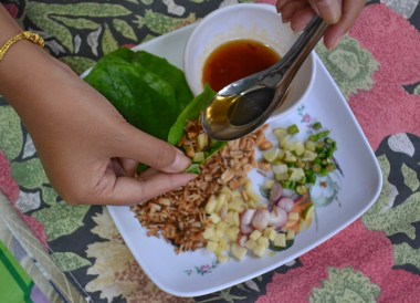 Miang Kham, Thai Isaan Food, Eating in Northeastern Thailand