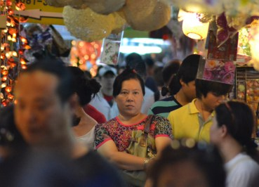 Busy Stalls, Eating at JJ Market Bangkok, Chatuchak Weekend Shopping