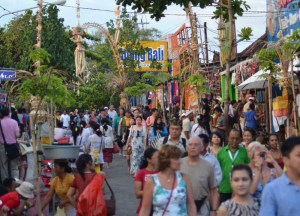Shopping at Tanah Lot, Travel in Southeast Asia, Tourist Attractions