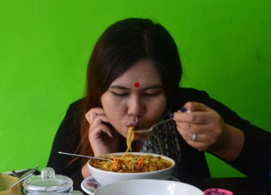 Eating Thukpa Noodle, Himalayan Food, Eating in the Himalayas, Sikkim